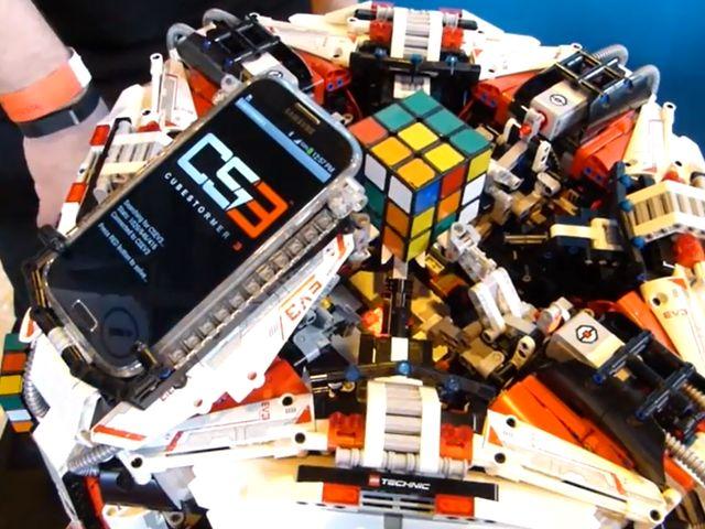 Робот - чемпион по спидкубингу - CubeStormer 3