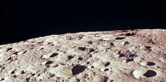 Фото поверхности обратной стороны Луны