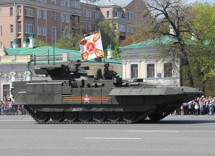 Гусенечная БМП Т-15 на параде 9 Мая