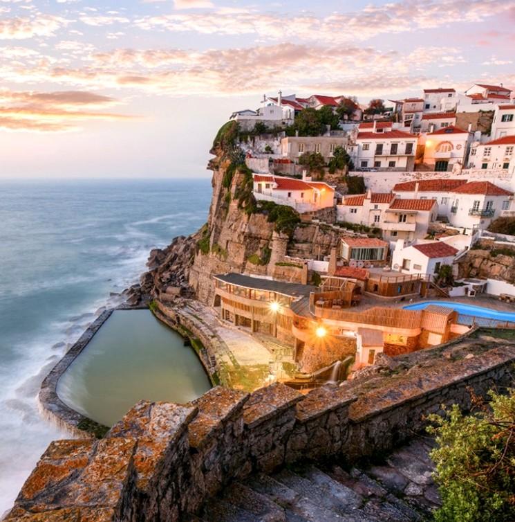 Азеньяш-ду-Мар, город в Португалии