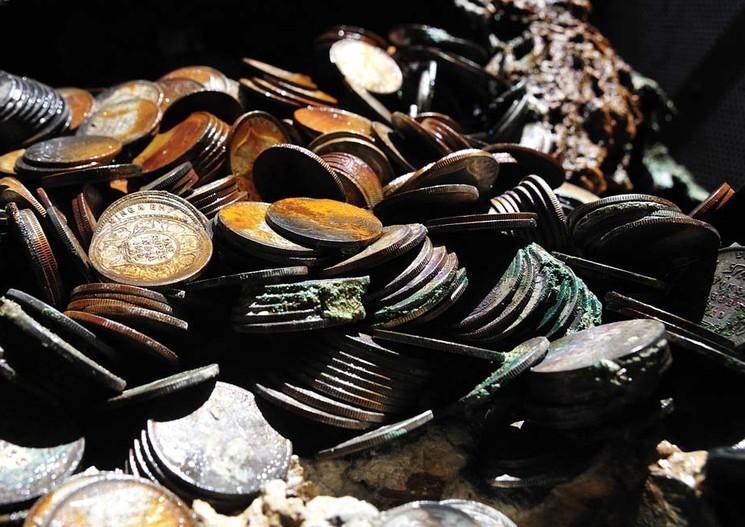 На глубине 5км найден клад серебряных монет