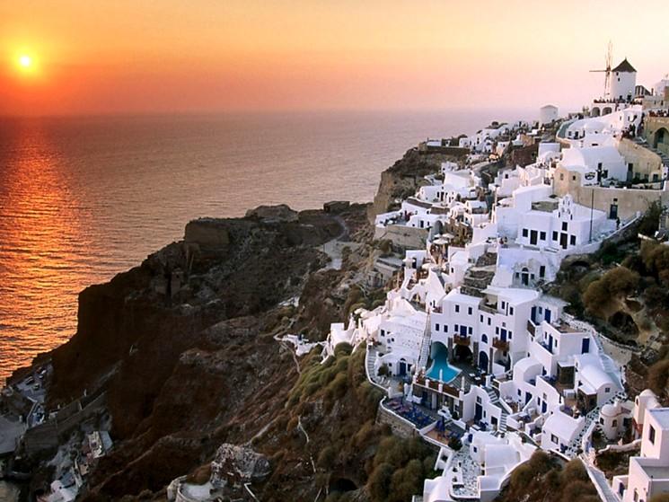 Греция, Санторини городок на горных склонах