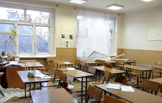 Урон от метеоритного дождя в одной из школ Челябинска