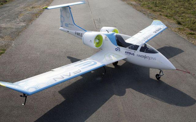 Самолёт на электрической тяге E-Fan