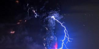 23 апреля 2015, Вулкан Кальбуко, Чили, Martin Bernetti   AFP   Getty Images