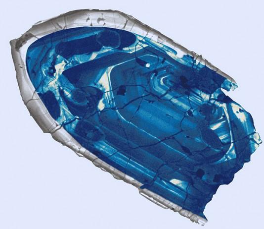 крошечный кристалл циркона