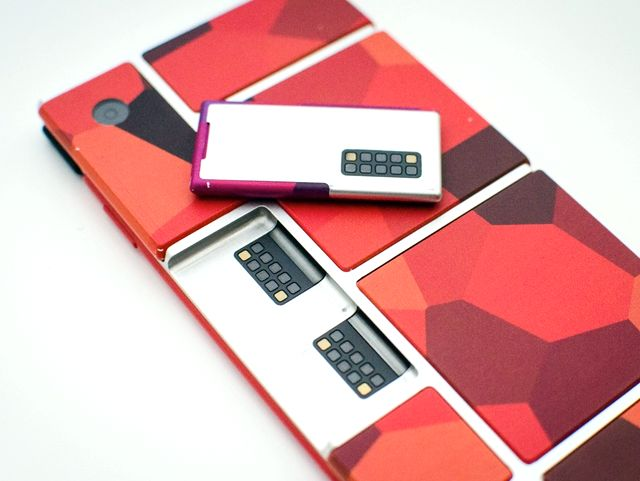 Project Ara - первый модульный смартфон
