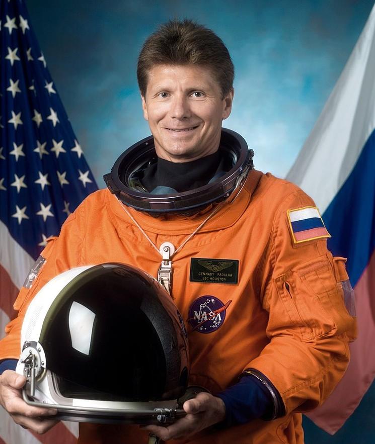 Космонавт Геннадий Падалка в скафандре NASA