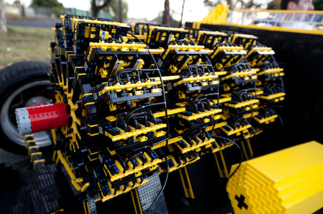 Двигатель легомобиля