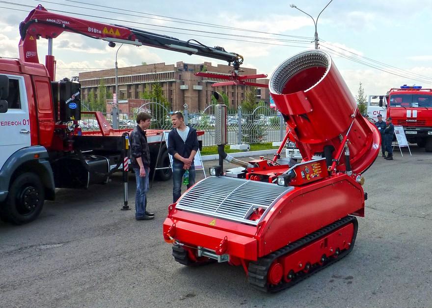 LUF 60 - гусенечный пожарный робот