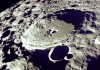 Лунный пейзаж - огромный кратер на поверхности