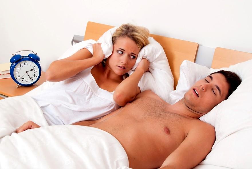 Причины храпа во сне у женщин после 50 лет