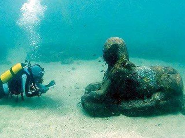 Статуя могла пролежать под водой 2500 лет