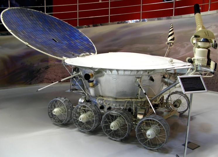 Луноход-1 - первый космический аппарат на Луне