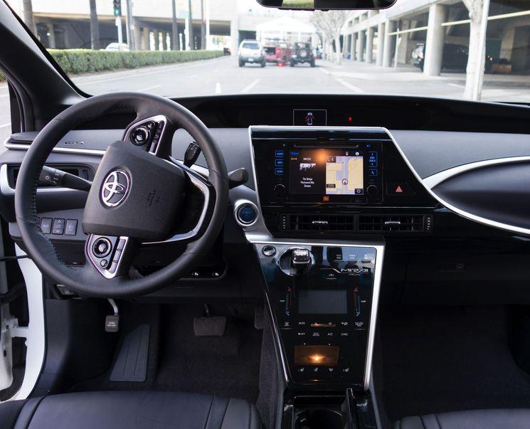 Интерьер новой Тойоты Мирай