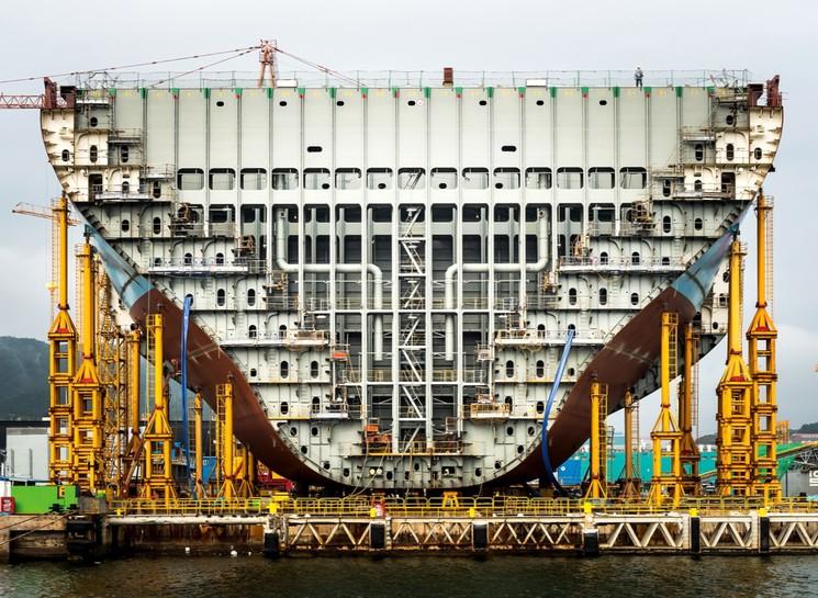 Огромный корабль в разрезе