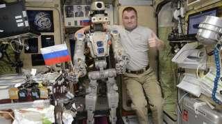 Российский космонавт призвал продолжить использование роботов в космосе