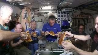 Специалист рассказал, чем будут питаться космонавты во время полетов на Луну и Марс