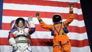 В США представили новые скафандры для полетов на Луну и Марс