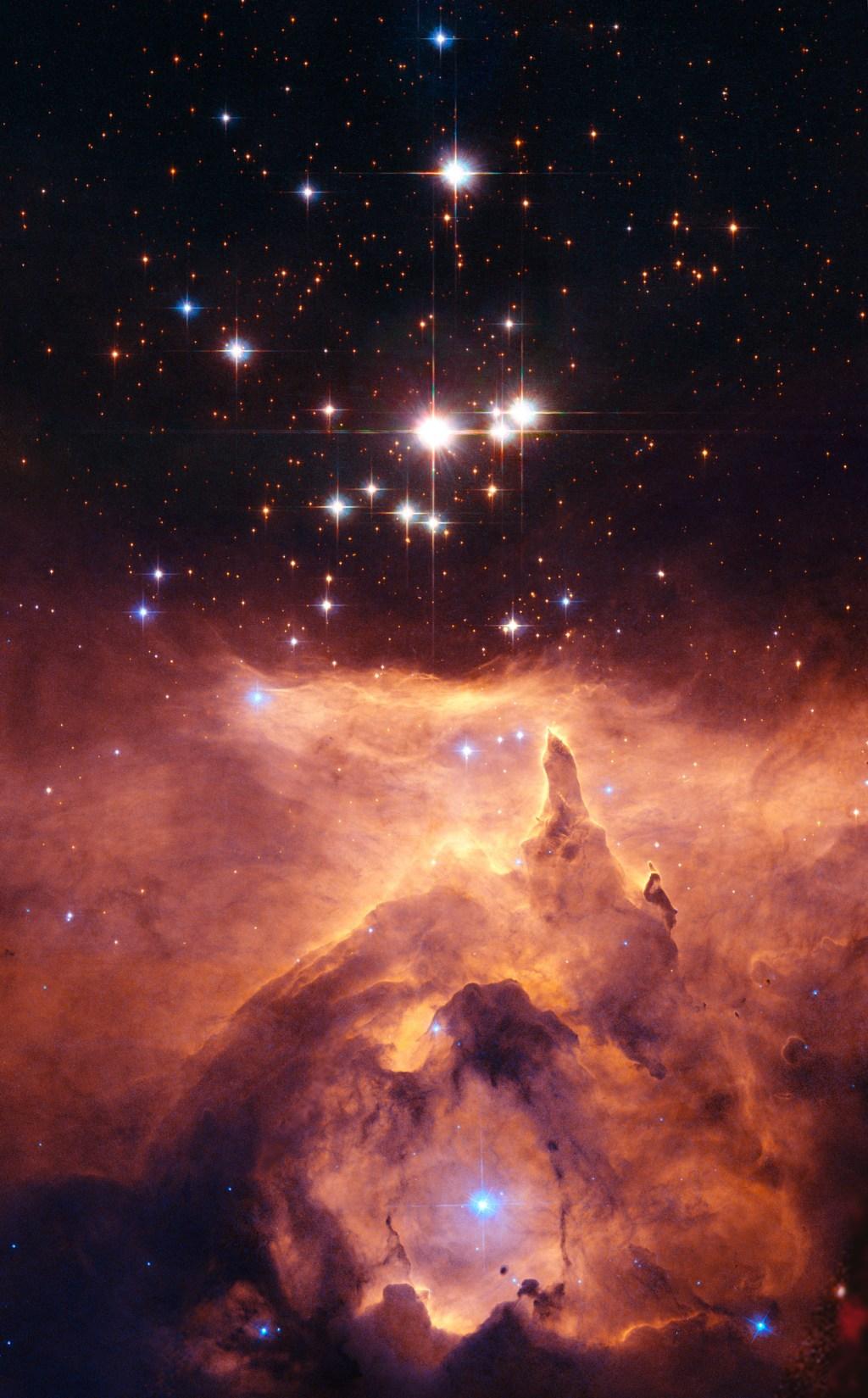 Скопление звезд Prismis 24, находящееся в яркой эмиссионной туманности NGC 6357