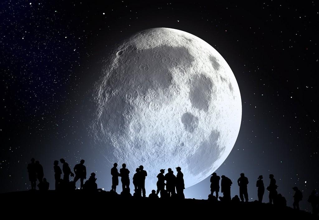 Коллаж Луны и наблюдателей