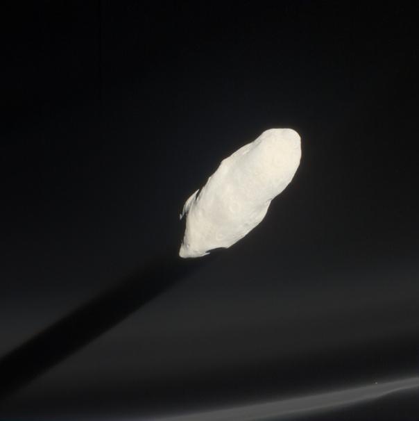Прометей бросает тень на кольцо F