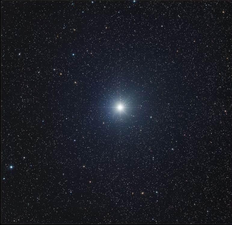 Сириус является самой яркой звездой в ночном небе