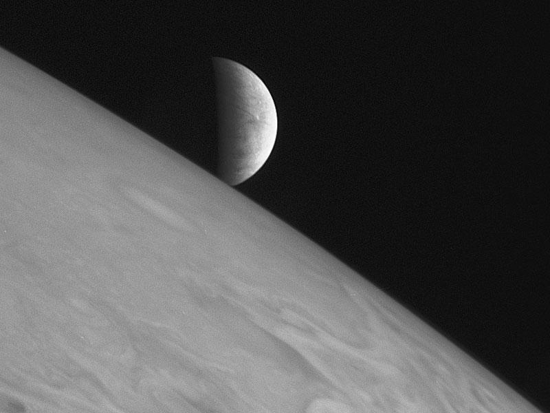 Восход Европы над Юпитером