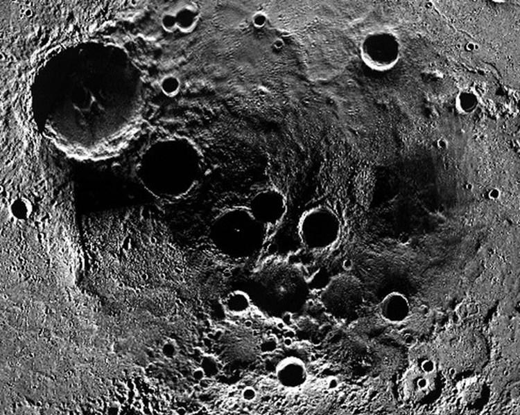 Северный полюс Меркурия, снимок космического аппарата MESSENGER