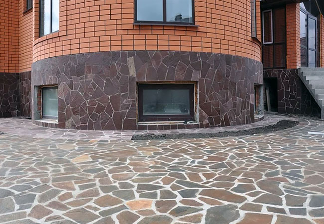 Грамотная облицовка здания. Дагестанский камень по выгодной цене в Дагестане с доставкой по регионам