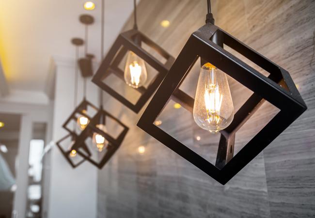 Фирменные инструменты, осветительные приборы по выгодной цене