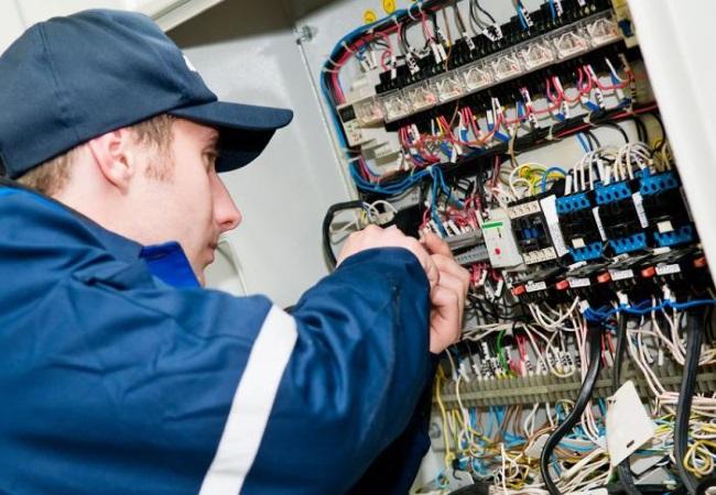 Почему стоит покупать электрооборудование в «Правильное электропитание»?