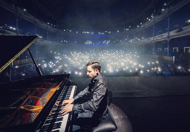 Грузчики в Киеве. Перевезти или перенести пианино с комнаты в комнату