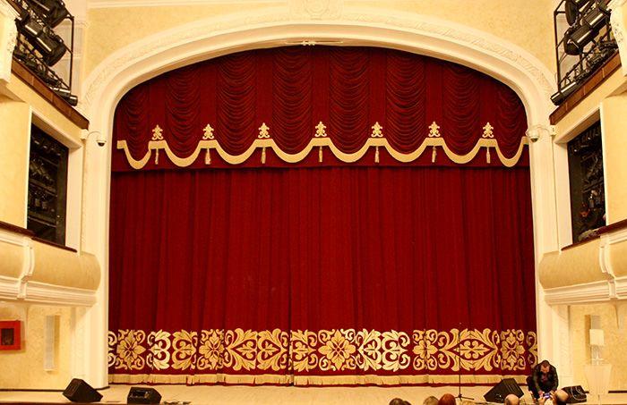 Одежда сцены. Профессиональное решение для концертных залов