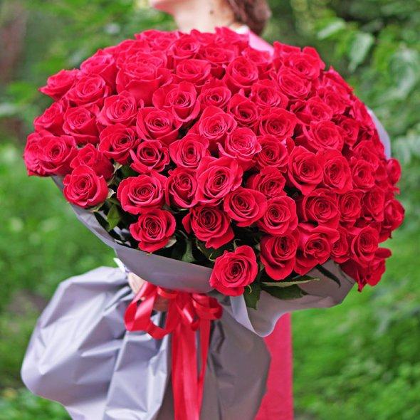 О доставке цветов, букетах из 101 розы в Киеве