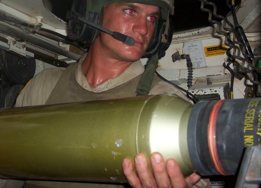 Заряжание танковой пушки Abrams