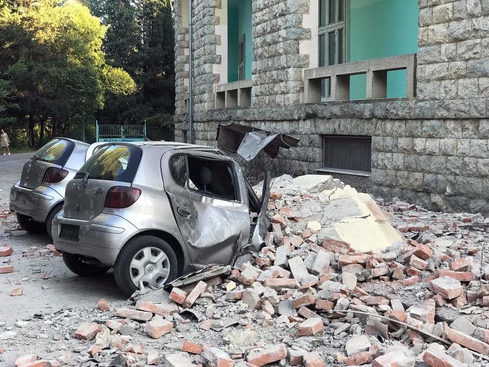 Сильное землетрясение в Албании