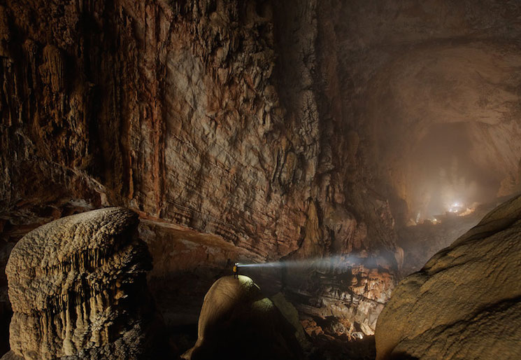 Вьетнам, пещера Шондонг - самая большая пещера в мире