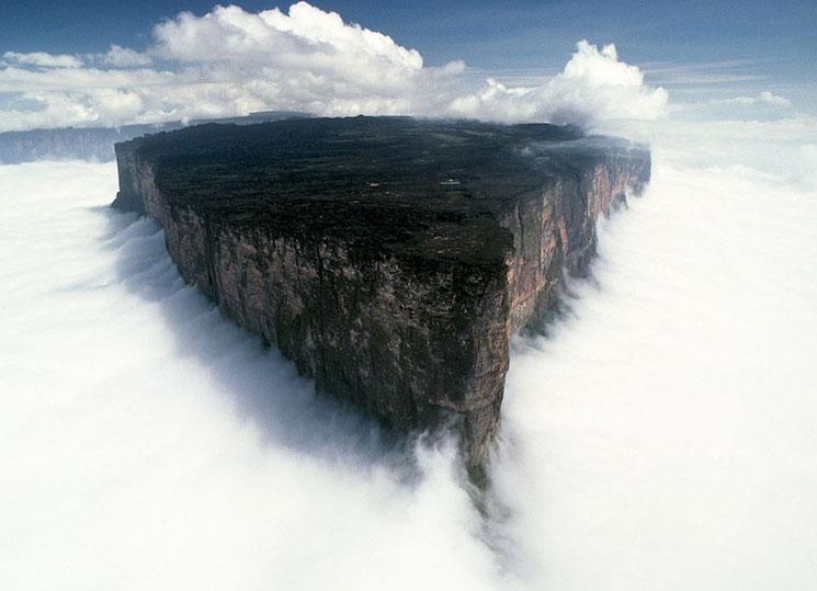Гора Рорайма на стыке Бразилии, Венесуэлы и Гайаны