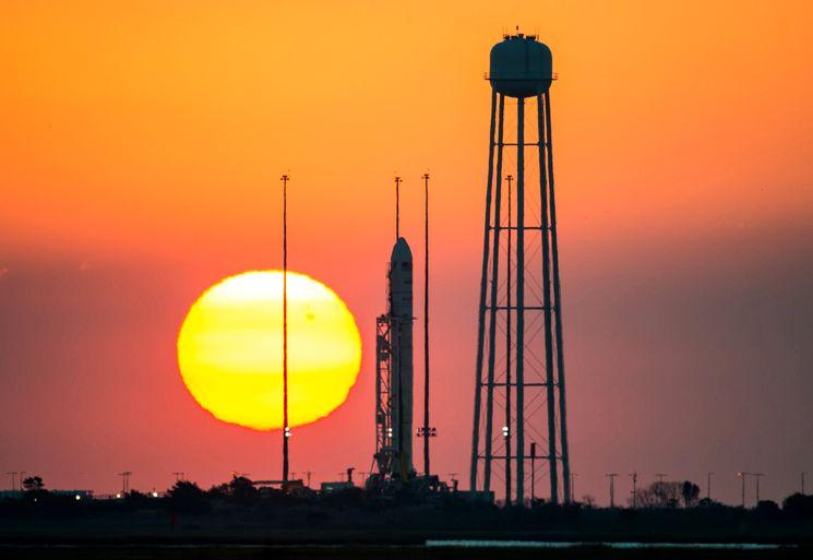 Космическая ракета Antares перед стартом 29 ноября 2014