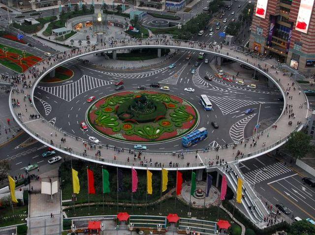 Пешеходный мост в Шанхае