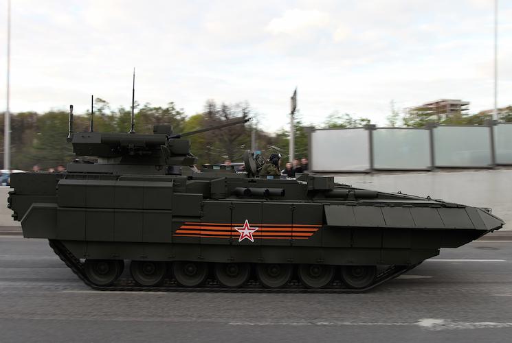 Боевая машина пехоты Т-15 Армата на параде в Москве