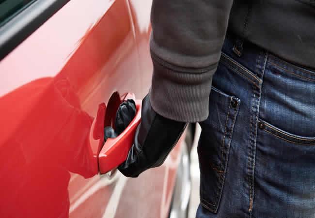 Как вскрыть замок автомобиля без ключа?