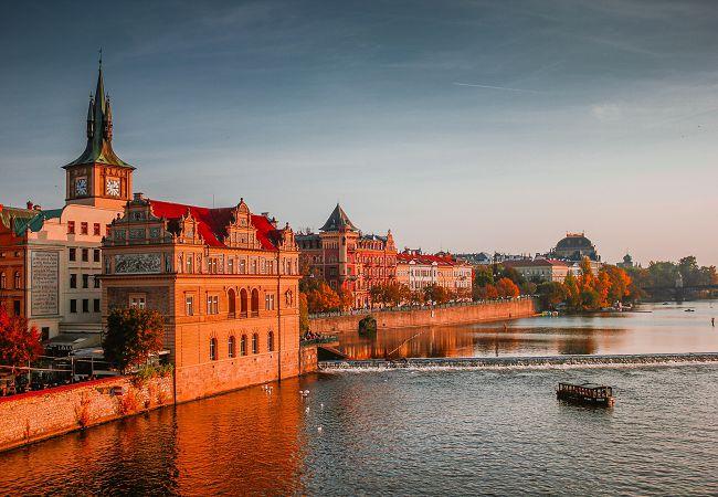 Выгодное путешествие на удобном транспорте. Когда выгоднее бронировать билеты на самолет Киев Прага?