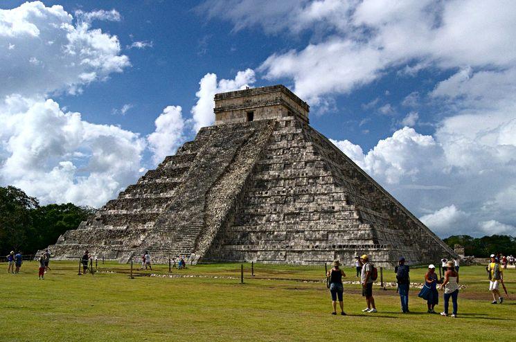 Пирамида Кукулькана в древнем городе Чичен-Ица