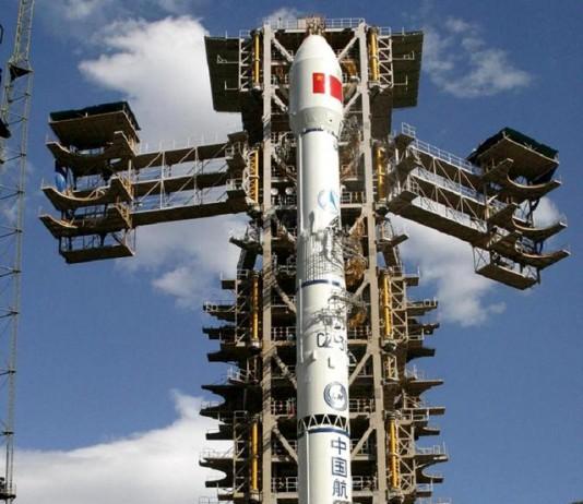 Китайский космический корабль на стартовой площадке