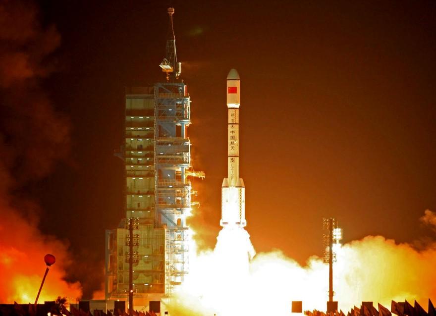Запуск китайской космической ракеты
