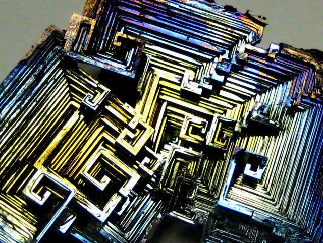 Лабиринты кристалла висмута