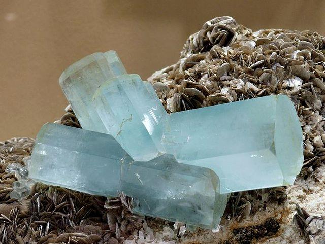 Кристаллы аквамарина