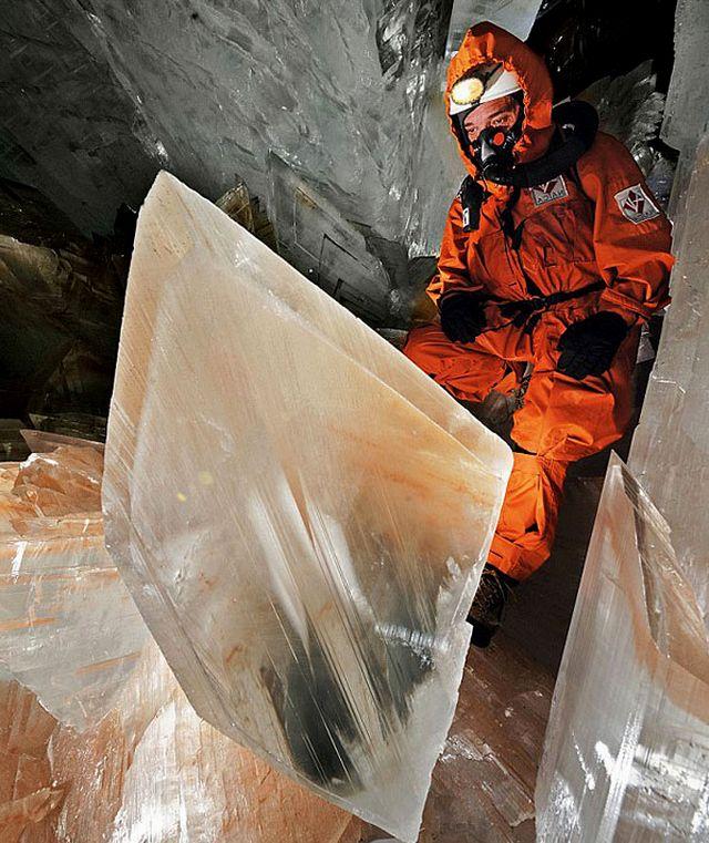 Кристаллы селенита в пещере Найка